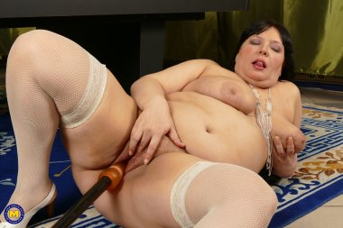 Big butt curvy BBW playing with herself on the pooltable