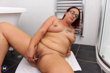 Naughty curvy mom playing in the bathroom