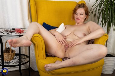 This naughty mature slut loves playing with her wet shaved pussy