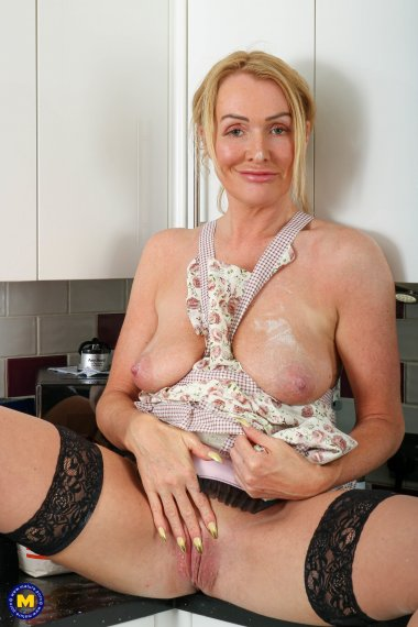 Naughty MILF getting experimental in the kitchen