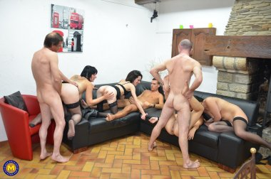 Welcome to a kinky mature groupsexparty