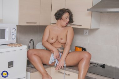 Big booty mom is getting wet in her kitchen