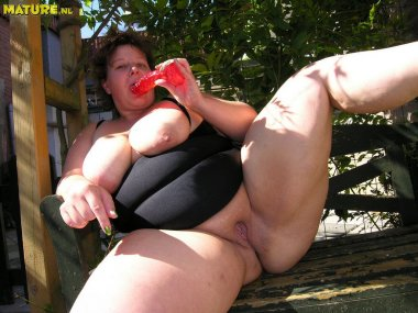 This round big lady is ready to have some fun